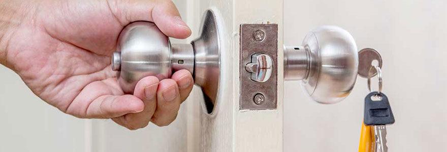 serrure de sécurité sur sa porte d'entrée